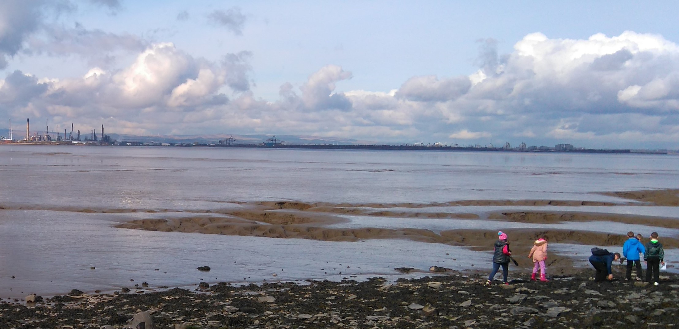 Image of children exploring the coastal mudflats of the Inner Forth at Bo'ness, Falkirk.